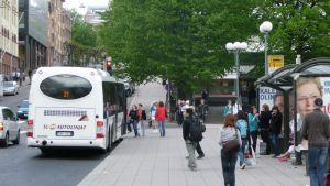 Busshållplats vid torget i Åbo