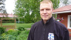 Läkaren Peter Nieminen uttrycker sitt stöd för ledningen vid Vasa sjukvårdsdistrikt.