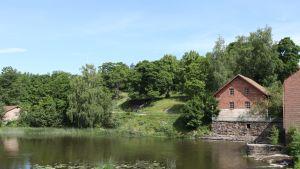 Kvarnen från 1700-talet vid Svartån i Billnäs bruk.