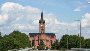 Lovisa kyrka från Helsingforsvägen