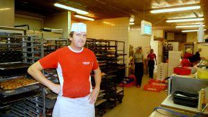 Andreas Knip i sitt bageri i Korsholm