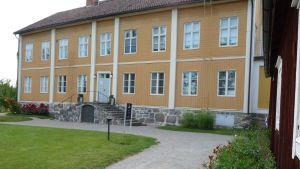 Rosenlunds prästgård, fasad