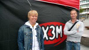 Nicke Aldén och Magnus Hansén, redaktörer på Radio X3M i Vasa