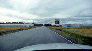 Hastighetstavla invid riksväg 8
