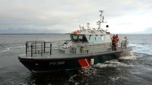 En av sjöbevakningens nya patrullbåtar - om något år får också Österbotten en.