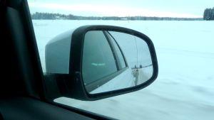 Det gäller att hålla avståndet i vintertrafiken