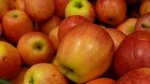 Äpplen.