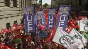 Spanska arbetare inom offentliga sektorn demonstrerar