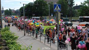 Prideparaden i Helsingfors