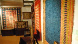 En utställning av ryor och kistor i Ekenäs.