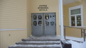 Pyttis svenska skola.