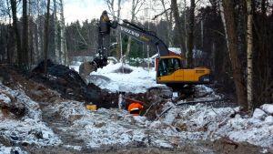 Arbetet med den 17 kilometer avloppsledningen från Maxmo till Vörå inleddes i januari.