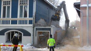 Rivningen av det Blå huset i Åbo inleddes