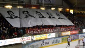 Vasa Sport började med att hylla Sports legender. Fr.v Mikael Hallbäck, Patrik Westerback, Håkan Hjerpe, Raimo Brax och Vesa Myllyaho.