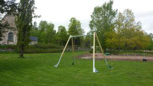 Dagaparkens lekpark i Pojo kyrkoby piffas upp.