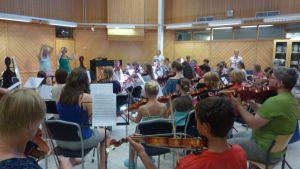 Stråkövning på Martin Wegelius musiklägret