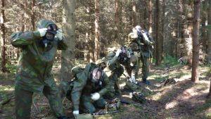 Skyddsutbildning för rekryter  vid Nylands brigad.