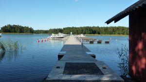 Den omtvistade bryggan vid Sommaröstrand augusti 2011.