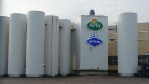 detalj av arla-ingmans fabriksbyggnad i sibbo