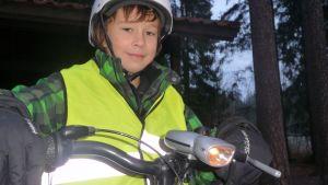 Werner Olander på din cykel med säkerhetsutrustning