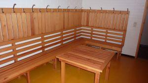 Bastuavdelningen är i källarvåningen i Pojo kommunhus.