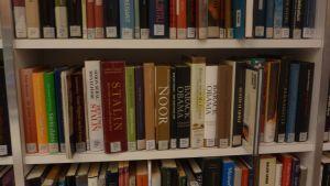 Bokhylla på bibliotek