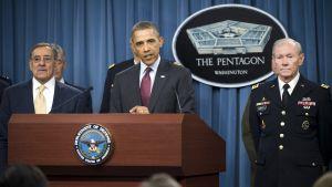 Försvarsminister Panetta, president Obama och försvarschefen Dempsey presenterar USA:s nya militärdoktrin.