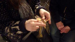 Marthaförbundet ordnar ett projekt där de lär ut folk att sticka.