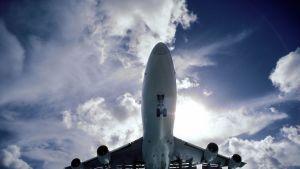 Flygresorna ger skribenten dåligt samvete. Bild: YLE/Lassi Tolvanen