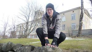 Fredrik Westblom utövar parkour