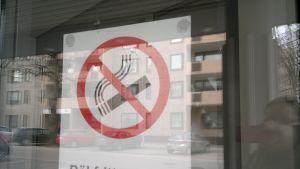 skylten på fixhusets dörr
