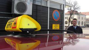 Kim Kuhlberg, vd för Borgå Taxi, tillbakavisar anklagelser om olagligt långa arbetspass.