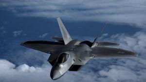 Amerikanskt jaktplan av typ F-22 Raptor.