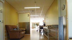 En av många korridorer på Mjölbolsta.