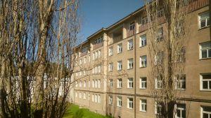 Huvudbyggnaden på Mjölbolsta sjukhus.