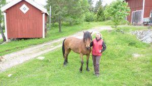 Maiju Ahti med häst