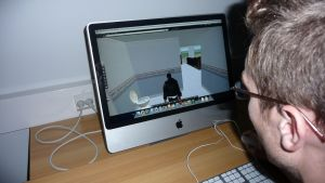 Tobias Westerbacka förevisar ett virtuellt badrum i Second Life.