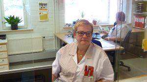 Gunilla Holmberg får dagligen frågor om sommaren vid Pojo hvc