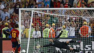 Fabregas straffar Portugal