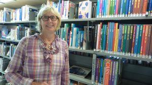 Ulla Österberg är ansvarig för vuxenavdelningen på Lojos huvudbibliotek.