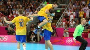 Sverige firar finalplatsen vid OS i London.