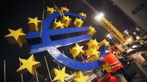 Euroskulptur plockas ner i Tyskland