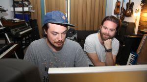 Jonas och Janne gör musik mest hela dagen