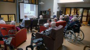 Filmvisning för seniorerna på Gubbhemmet