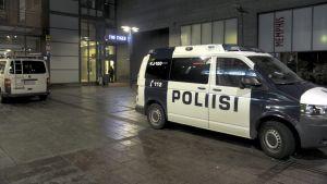Polisen på plats på Narinkens torg