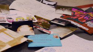 Massor av Ritningar, brev, c-kasetter, kort och foton har skickats in