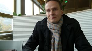 Tatu Rauhamäki leder Samlingspartiets fullmäktigegrupp i Helsingfors.