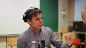 Ville Hupa leder kommunalvalsdebatten från S:t Karins