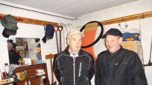 Gårdskarlarna Göran Zweigberg och Olof Forsström i Ekenäs.