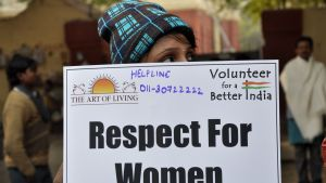 Kvinna efterlyser mer respekt